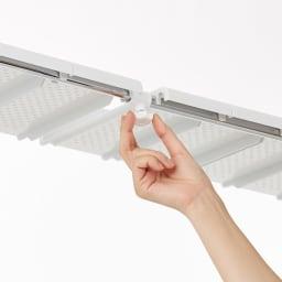 丈夫な2cm角パイプを採用!頑丈ランドリーラック 大型洗濯バスケット付き 棚板も幅の伸縮に合わせて調整できます。