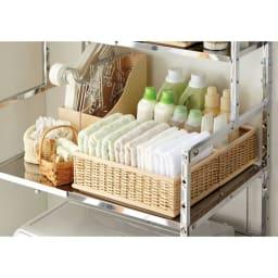 奥行たっぷり ステンレス棚の洗濯機ラック 棚3段 幅60~89cm 棚の奥行が50cmもあるので今まで置けなかったバスケットやピンチハンガーなど大きなサイズも収納可能です。