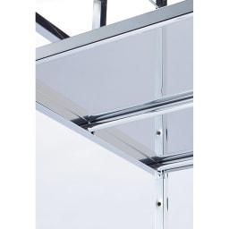 奥行たっぷり ステンレス棚の洗濯機ラック 棚3段 幅60~89cm 深奥行棚の裏側は補強バー付きで強度も安心。