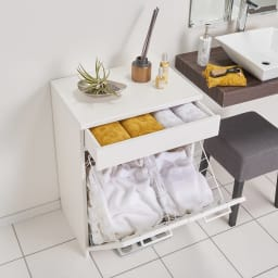 組立不要 隠せる脱衣カゴ付きサニタリーチェスト カゴ2個 幅60奥行30cm 引出しは洗面所周りの細かいものを収納するのに便利です。
