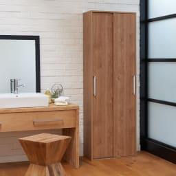 すっきり隠せる薄型引き戸収納庫 幅60cm 幅60cmタイプは壁際の微妙なスペースにもぴったり置けるサイズ感です。(イ)ブラウン