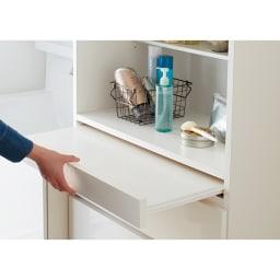家事がしやすい サポート引き出しサニタリーチェスト ハイタイプ 幅60.5cm スライドテーブルを引き出すと…