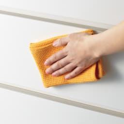 家事がしやすい サポート引き出しサニタリーチェスト ハイタイプ 幅75.5cm 前面は光沢感があり水ハネに強い素材を使用。
