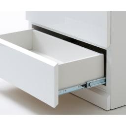 光沢仕上げ・内部化粧チェスト 幅60・奥行45cm 開閉がスムーズなフルスライドレール。奥の物が取り出しやすい仕様です。