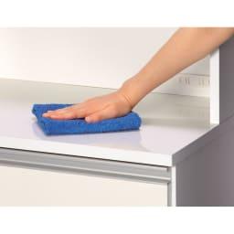 水回りでも安心の光沢洗面所チェスト 扉付きハイタイプ・幅59.5cm 中天板・引き出し前面・扉は汚れに強く美しいポリエステル化粧合板を使用しています。