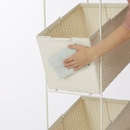 ラタン調サニタリーバスケットワゴン 幅56cm サッと拭くだけでキレイになり、お手入れが簡単です。