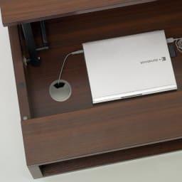収納もたっぷり!腰かけながら使えるリフティングテーブル幅110 収納部底面にコード穴付き。LANケーブルや電源コンセントもそのままにノートPCもそのまま収納。