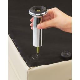 シンプルスタイルコーナーソファ お得な2点セット お洒落なスチール脚はネジ込み式で簡単に取り付けができます。工具などは必要ありません。