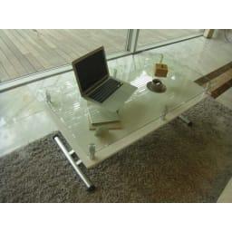 飛散防止フィルム貼りガラス 二重天板昇降式リフティングテーブル 幅102cm 使用イメージ