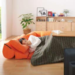 包まれるしあわせのクッション付きごろ寝ソファ 大(190×190cm) 背もたれを倒して枕を敷けば、うたたねソファに早変わり。(ウ)オレンジ ※写真は小タイプです。