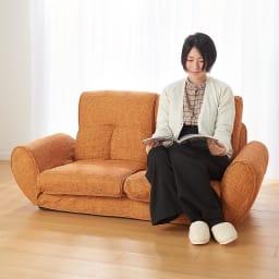 座椅子にもなる!2way省スペースソファ ラブソファ・幅126~167cm (イ)オレンジ