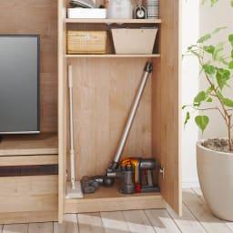 天然木調テレビ台ハイバックシリーズ 扉キャビネット・幅45.5奥行34.5cm 下段にはスティック型の掃除機もおさまります(可動棚も設置できます)。(※お届けの色とは異なります)