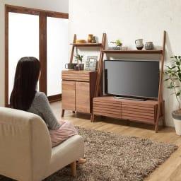 天然木シェルフテレビ台シリーズ キャビネット 幅65cm ソファからテレビを見るのにちょうど良い高さ感です。