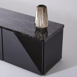 大理石調天板アーバンモダンテレビボード 幅180cm 【大理石調天板と鏡面前板の高級感】(イ)ブラック 艶やかな光沢があり、シックなお部屋に似合います。