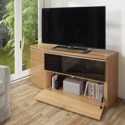 住宅事情を考えたコーナーテレビ台 ハイタイプ 幅165cm・右コーナー用(右側壁用) 色見本 (ウ)ライトブラウン 収納部も充実しています。 ※写真は幅123.5cm・左コーナー用です。