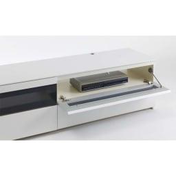 パモウナBW-200 輝く光沢のモダンリビングシリーズ テレビ台 幅200cm 強化ガラスのフラップ扉はプッシュ式となっており、扉がじわりと降りてきます。扉を閉めた状態でのリモコン操作も可能です。
