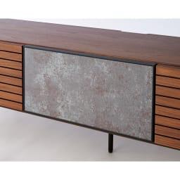 セラミック調ガラスのスタイリッシュテレビ台 幅150cm 【セラミックの高級感をガラスで再現】前板には釉薬を熱処理してガラスに焼き付けたセラミック調の特殊なガラスを使用。扉を閉めたままでもリモコンが使用できます。