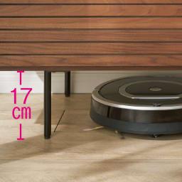 セラミック調ガラスのスタイリッシュテレビ台 幅150cm 脚部にはお掃除ロボットが入り込めます。