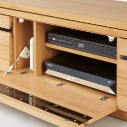 幅も角度も自由自在 天然木伸縮テレビ台 幅146~245cm 扉はソフトダウンステーでゆっくり開閉します。