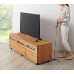 アルダー天然木ユニットボード キャスター付きテレビ台 幅159cm ストッパー付きキャスターで配線やお掃除がラクラク。