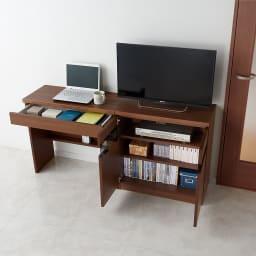 リビングギャラリーシリーズ テレビ台 幅120cm 使用イメージ(イ)ダークブラウン 本やデッキ、リビング周りの収納もたっぷり。 ※写真左からデスク・幅80cm、テレビ台・幅70cmです。