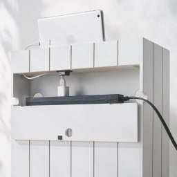 隠せるリビング整理ワゴン モバイル収納タイプ 幅40cm (裏面)タップ収納部はフラップ扉で隠せます。