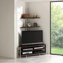 テレビ上の空間を有効活用できる突っ張り式スペースラックコーナー用 幅90cm・2段 (ウ)ダークブラウン お届けはテレビ台うしろの突っ張りラックとなります。テレビ台は別売り。 テレビ台の上の空間を有効活用!