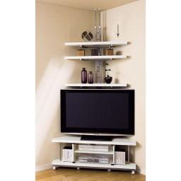 テレビ上の空間を有効活用できる突っ張り式スペースラック コーナーシェルフ 幅90cm・3段 コーナーシェルフは棚板が10cm間隔で調整可能な可動式。テレビの上を有効活用できます。