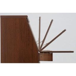 パイン天然木ライティングデスク 幅60.5cm フラップを倒すと支えのバーが出て固定する安心設計。