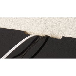 引き出し付き 光沢仕上げアーバンデスクシリーズ デスク 幅150cm デスク天板の中央奥側には配線よけカットがあり大変便利です。