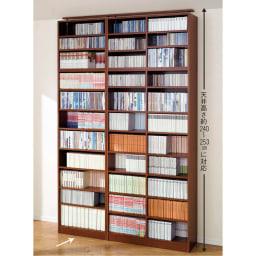 天井突っ張り式壁面ラック オープンタイプ上置き付き 幅60奥行30本体高さ235cm (イ)ブラウン 写真は、オープンタイプ奥行30cm幅60cm、90cmの組み合わせ例です。 コミックや文庫ならば2列に収納できます。 奥行きがあるタイプは下段に大きなサイズ、上段にコミックなどを2列に収納することもできます