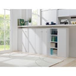 天井対応高さを選べるすっきり突っ張り書棚 奥行22cm・1列棚タイプ 本体高さ230cm(天井対応高さ233~243cm) 上下分割式なので横並びの設置も可能。 (使用イメージ)(ウ)ホワイト