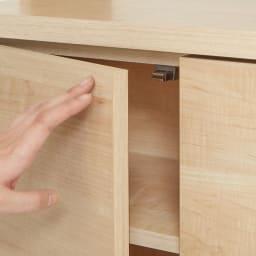 幅・高さオーダー収納庫付き本棚 棚 幅25~45cm商品高さ198~258cm 【押すだけ開閉】扉は、軽く押すだけで開閉できるプッシュラッチ式を採用。