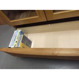 アルダー天然木頑丈書棚幅77奥行32ミドルタイプ高さ130cm 大きな引出付でDVD・CDも立てて収納できます。