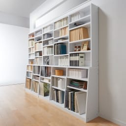 脚元安定1cmピッチ棚板頑丈薄型書棚 高さ168.5cm コーディネート例(イ)ホワイト