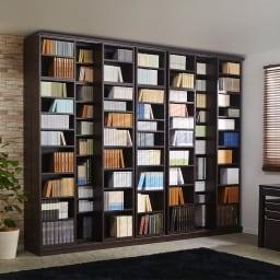 本格仕様 快適スライド書棚 オープン・上置き付き 3列 使用イメージ(ア)ダークブラウン ※お届けは奥のスライド書棚3列タイプです。