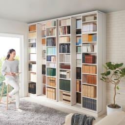 本格仕様 快適スライド書棚 オープン・上置き付き 4列 使用イメージ(ウ)ホワイト(木目) ※お届けは手前のスライド書棚4列タイプです。