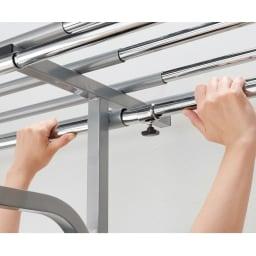 奥行53cm 上下カーテン付き突っ張り頑丈ハンガーラック ハイタイプ・【ワイド】幅195~273.5cm 中間リングをゆるめるだけで簡単に伸縮できます。