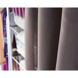 カーテン付き アーバンスタイルクローゼットハンガー 引き出し付きタイプ・幅144~200cm対応 落ち着いたグレー色のカーテン付きです。