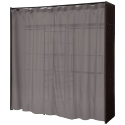 カーテン付き アーバンスタイルクローゼットハンガー 引き出し付きタイプ・幅144~200cm対応 カーテンを閉じ時。うっすらと内部が透けますが、壁面に設置すると見えなくなります。