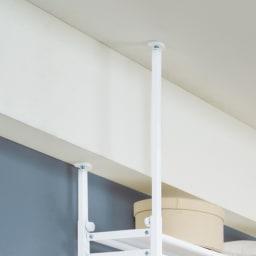 【バイヤー一押し】省スペースな奥行30cmで大量収納 ホワイトハンガー ロータイプ 幅135~230cm 【梁があっても大丈夫!どんな間取りにもフィット】タテ・ヨコ伸縮式 突っ張りは4本別々に高さが調節でき、梁の段差にも対応。