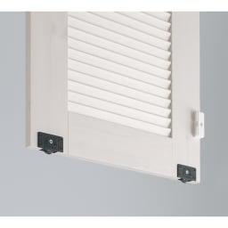 通気性の良い 引き戸ルーバーワードローブ 幅90cm 引き戸は戸車付きでスムーズに開閉。
