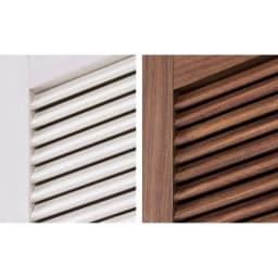 通気性の良い 引き戸ルーバーワードローブ 幅120cm 風通しの良いルーバー扉。通気性に優れるルーバーは、内部に湿気や臭いがこもりにくく、衣類を清潔に保ちます。 ※写真左から(ア)ホワイト(イ)ダークブラウン