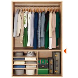 【オシャレな北欧風デザイン】天然木調 引き戸クローゼットハンガー 幅120cm 引き戸を外した状態。たっぷりの衣類収納です。(▲は固定棚です)