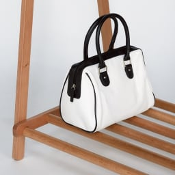 頑丈天然木A型ハンガーラック 幅73cm バッグ置きにも便利な棚付き。