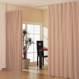 突っ張り&伸縮式目隠しカーテン リングタイプ コーディネート例(オ)ブラウン