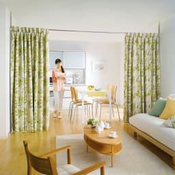 突っ張り&伸縮式目隠しカーテン リングタイプ お部屋を丸ごとカーテンで間仕切り。カーテン式だから出入りも自由。※写真のカーテンはお好みのカーテンを使用した例です。