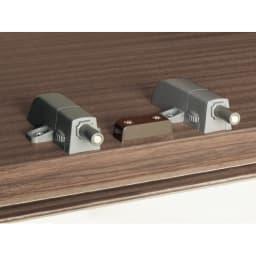 【日本製】シンプルスタイルワードローブ上置き(高さ1cm単位オーダー) 幅39cm(左) 奥行26cmタイプ(梁よけ対応) 【プッシュラッチ】 軽く押すだけで扉を開閉することができます。(※お届けの色とは異なります。)