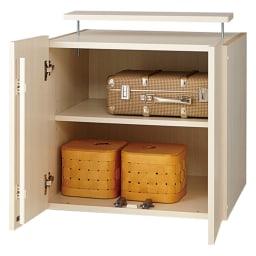 システム壁面ワードローブ 上置き・幅60高さ56cm 内部の構造(ア)ホワイト(木目調) 棚板3cmピッチ5段階調整。扉はプッシュ式。