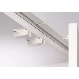 【薄型で省スペース!】梁避け対応システムユニット 奥行44cmタイプ 棚収納&引き出し プッシュラッチ 扉には振動で開きにくいプッシュラッチ。押すだけで簡単に扉が開閉できます。